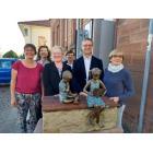 Übergabe zweier Bronzefiguren zum 10jährigen Jubiläum der Stadtbücherei Obernburg